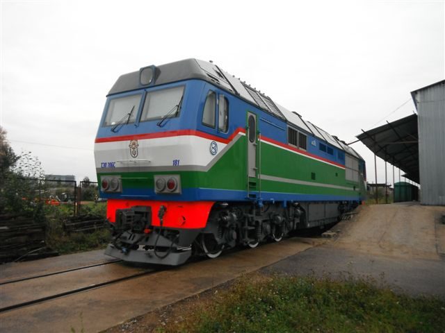 Пассажирский тепловоз ТЭП70БС ТУ 24-4-465-81Э на станции Рига-Краста ЛДЗ